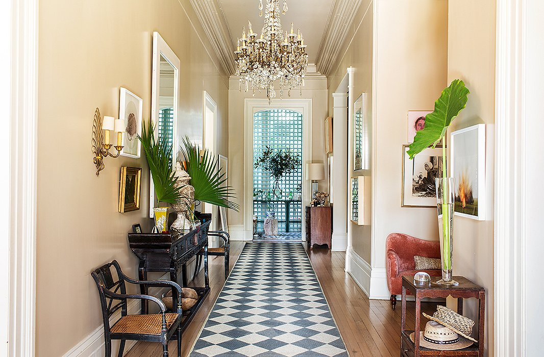 The Sheer Elegance of Large-Scale Chandeliers – Get Dramatic When Adorning Your Space
